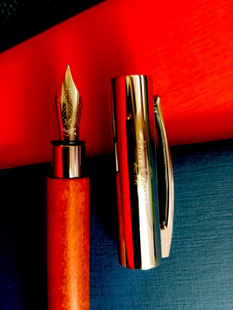 ペン先とキャップのアップ写真