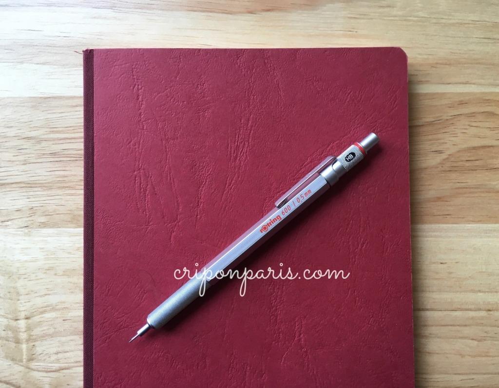 赤いノートとシャープペン